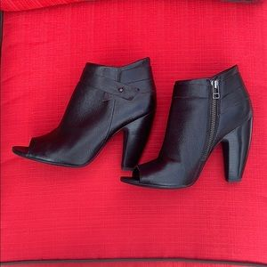 Nine West Black Leather Peep Toe Fall Booties-8.5